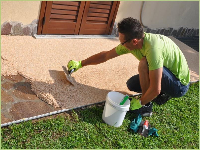 Comment poser du granulat de marbre - Étaler à la taloche