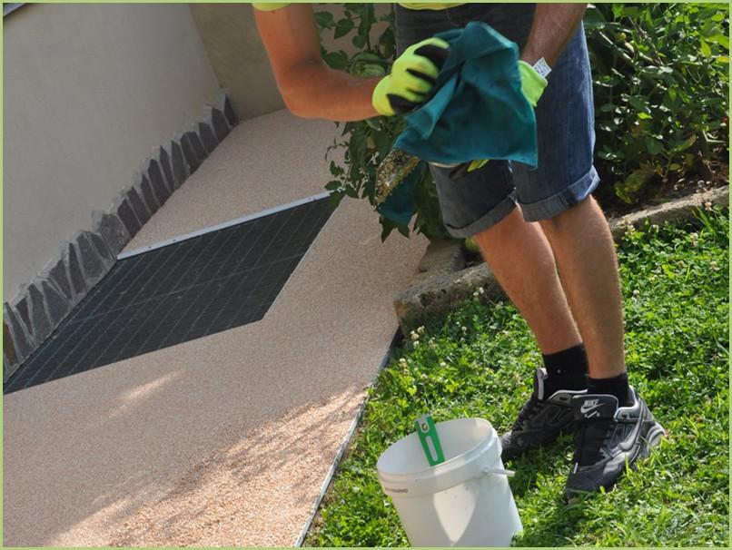Comment poser du granulat de marbre - Nettoyer avec RESIGLIDE