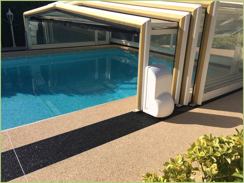 Resimarmo autour d'une piscine près de Nice (Mr Selva)