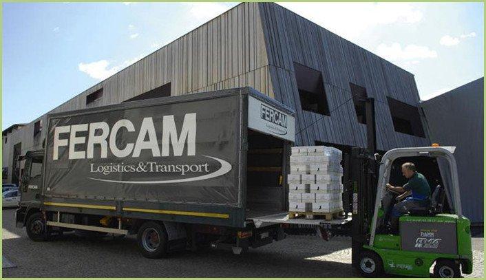 La livraison du granulat de marbre - Hayon de déchargement pour camion