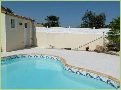 Petite piscine et plages originales