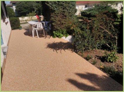 Petite terrasse sur un tapis de marbre