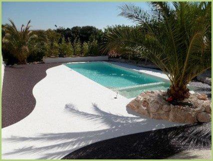 Les caractéristiques du granulat de marbre RESIMARMO - Allée en moquette de marbre blanc