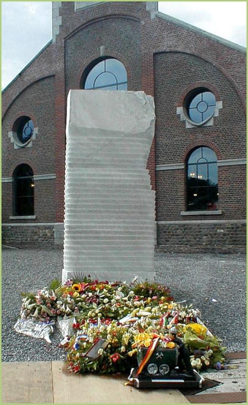 Monument dédié aux victimes du Bois du Cazier.