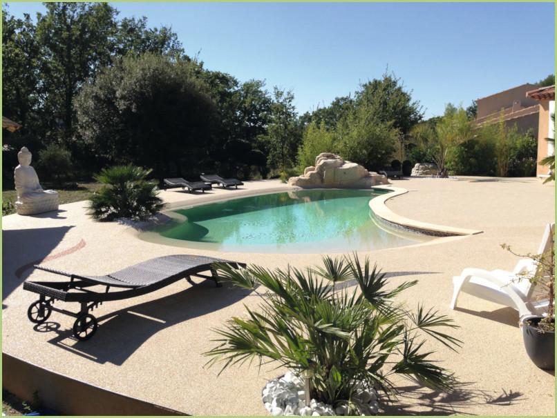 Plages de piscine en granulats de marbre - Couleur Botticino (Plein soleil)