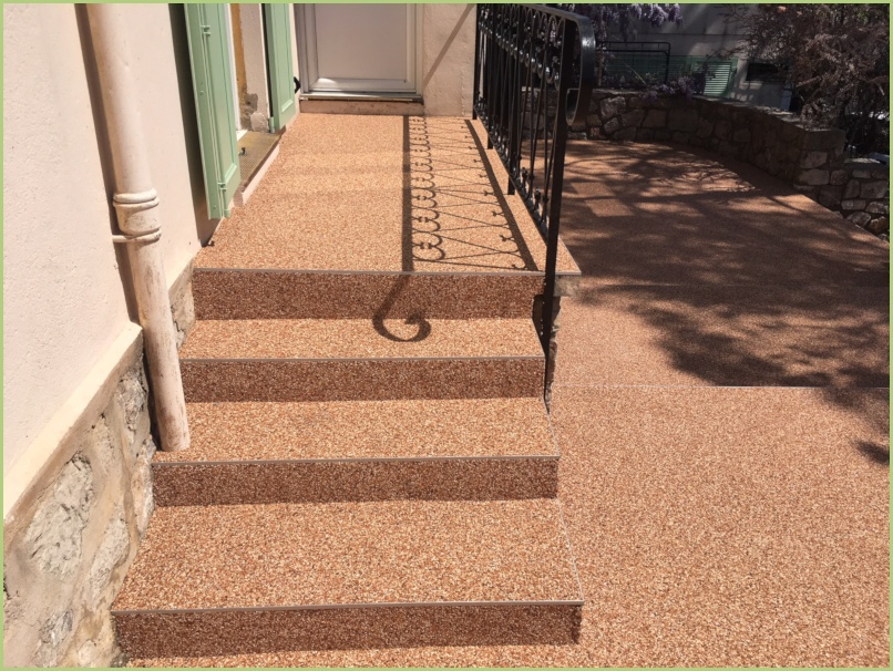 Escalier extérieur dans la région de Nice