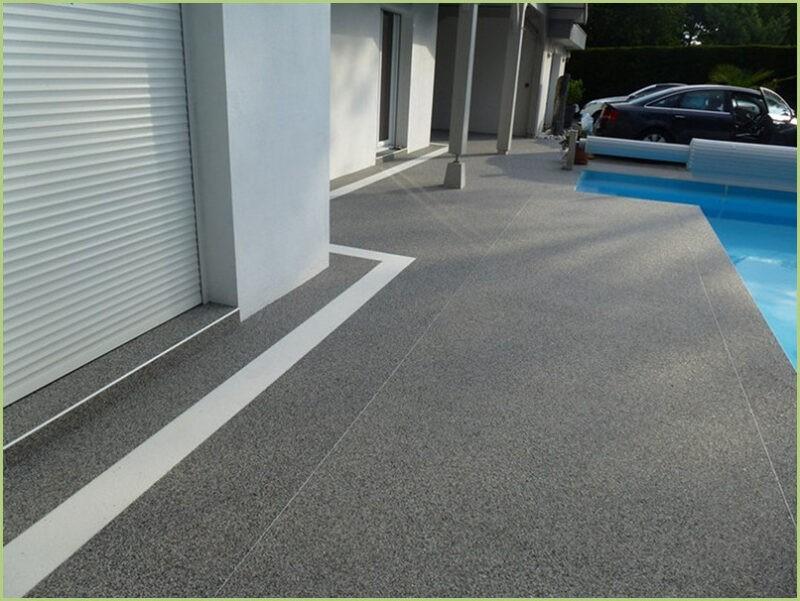 Terrasse resine bardiglio light naturale et bianco carrara